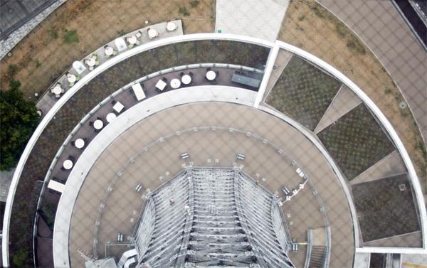 マリンタワーから下を見る.jpg