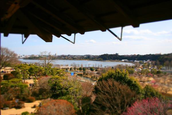 好文亭から千波湖を見る.jpg